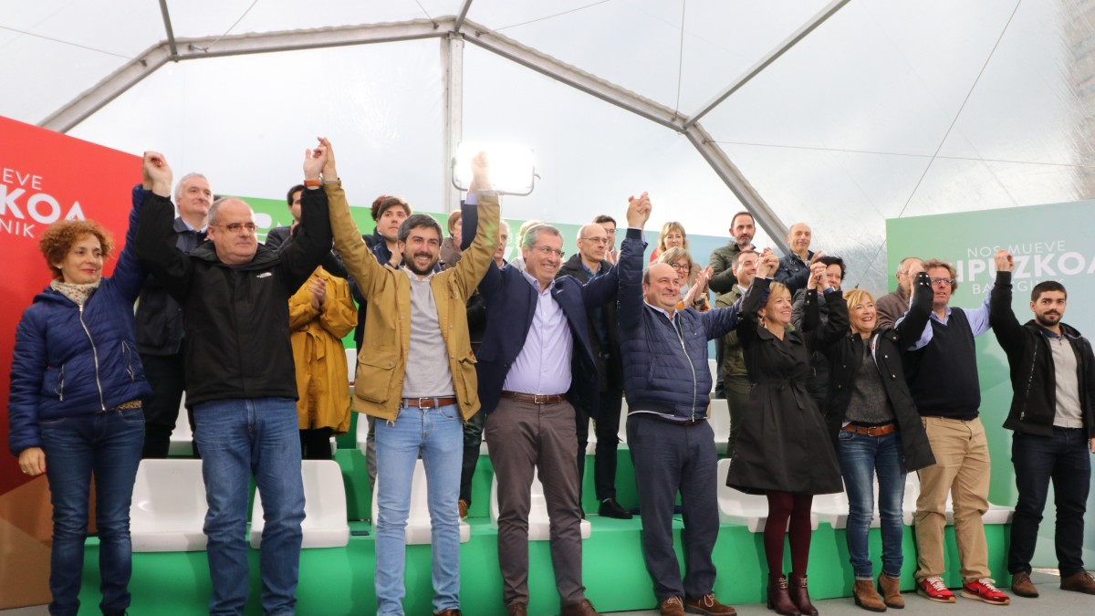 Ortuzar previene en Eibar contra las encuestas:
