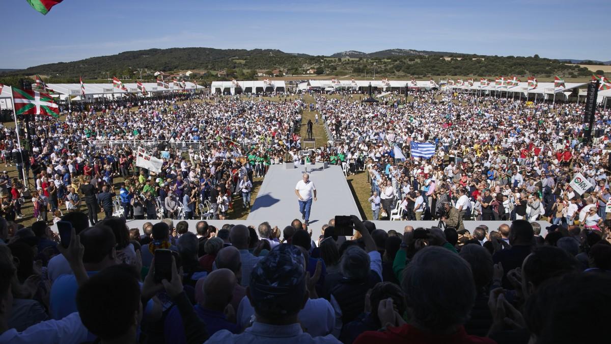 """Euskadiren abantzamendu sozial eta nazionala aldarrikatu eta A-10ra begira """"abertzaleen haserrea boto abertzale bilakatzea"""" eskatu du Ortuzarrek"""