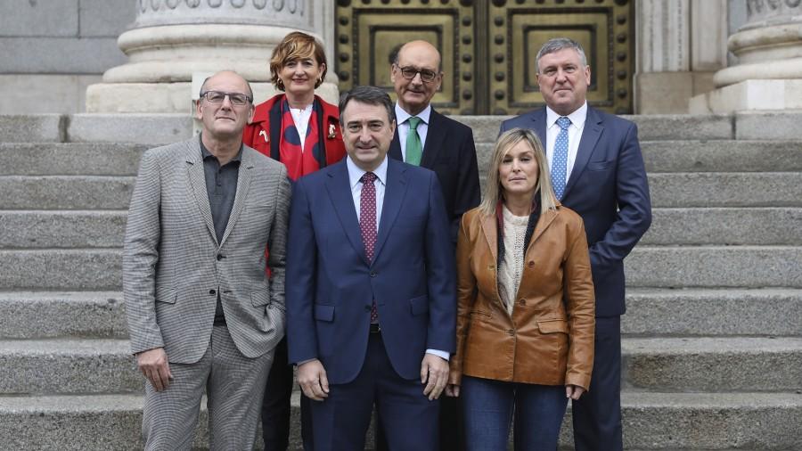 Euskal Taldeak Araudia erreformatzea proposatu du Lege Izaerarik ez duten agintaldien kontrola egiteko